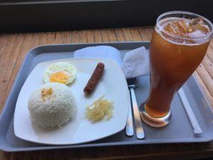 安いレストランの食事2