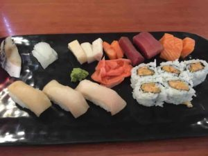 偽物日本食レストランの寿司&刺身セット