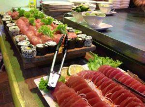 右:日本食レストラン食べ放題